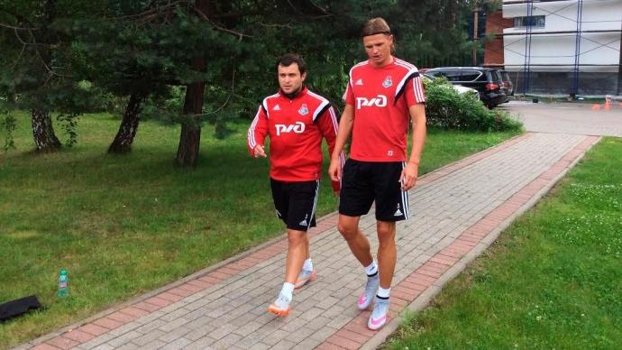С «Локомотивом» тренируются 10 полевых игроков и пять вратарей